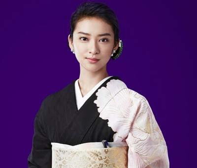 ドラマ『黒革の手帖』主演の武井咲