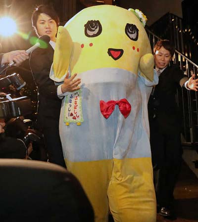 神田沙也加・村田充の結婚披露パーティーに出席したふなっしー