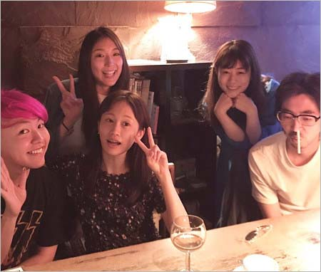 高畑充希、中田早保、ぺえ、前田敦子、柄本時生のスッピン集合写真