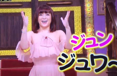 『しゃべくり007』に出演した浜崎あゆみの姿2枚目