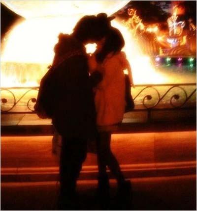 武田玲奈がブログに投稿していた彼氏とのキス写真