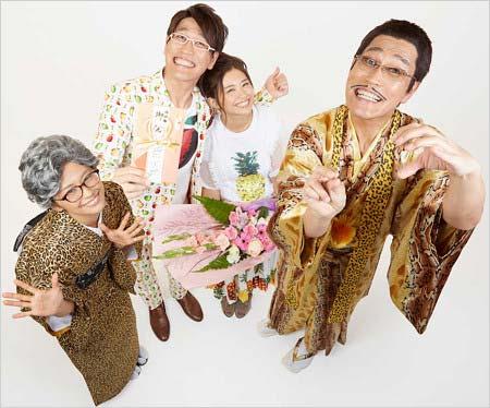 ピコ太郎、古坂大魔王、安枝瞳、多味の4ショット写真3枚目