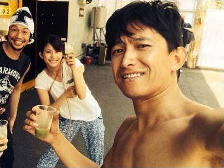 上原多香子が舞台共演時に投稿した阿部力が写る写真