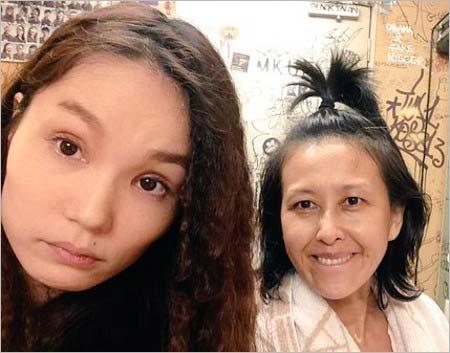 平野ノラと岡本夏生のスッピンツーショット