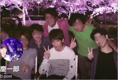 小山慶一郎と友人らとのプライベート写真