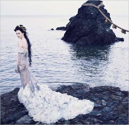 カーリー・クロスがモデルの日本人をイメージした写真3枚目