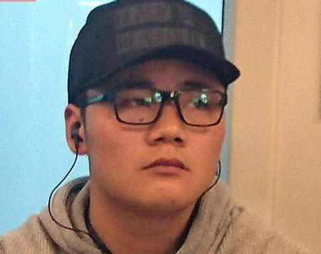 舞浜駅に向かう電車内で撮影の清宮幸太郎