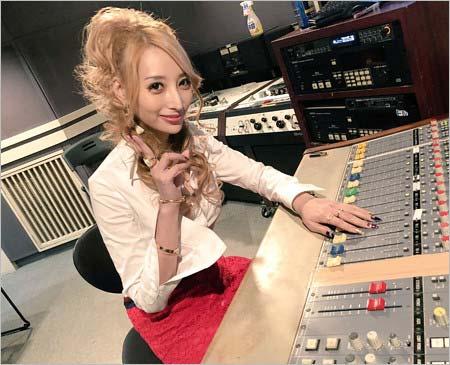 RCCラジオで番組をスタートさせた加藤紗里
