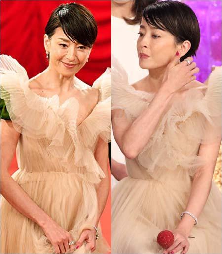 第41回日本アカデミー賞で司会を務めた宮沢りえのドレス姿2枚目