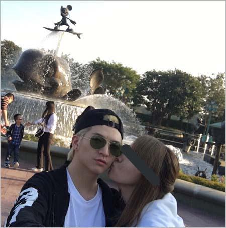 小林龍二と彼女が中国のディズニーランドへ