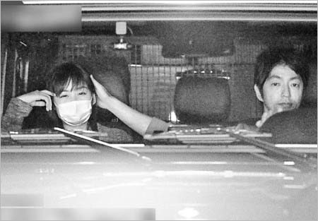 岩田絵里奈と大沢たかおのフライデーツーショット