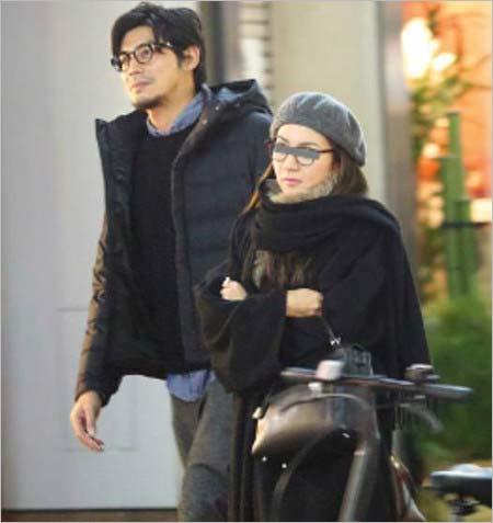坂口憲二と妻