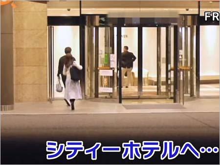 不倫相手とホテルに入る野村克則