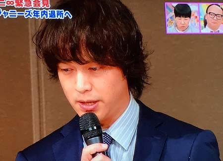 渋谷すばるの脱退発表会見に出席した丸山隆平