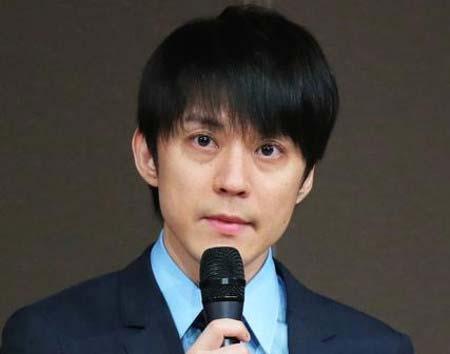 脱退発表会見に出席した渋谷すばる