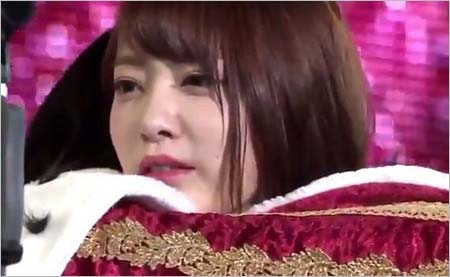 松井珠理奈さんとハグした時に宮脇咲良さんが見せた表情