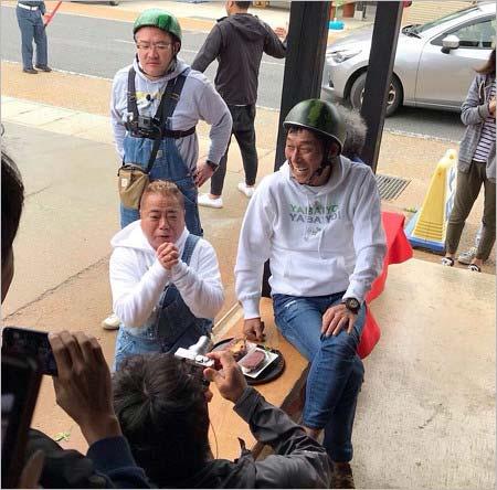 出川哲朗の充電させてもらえませんかに出演した明石家さんま、ロケ中の写真3枚目