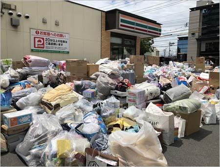 「セブンイレブン 倉敷商業高校西店」に集まった支援物資
