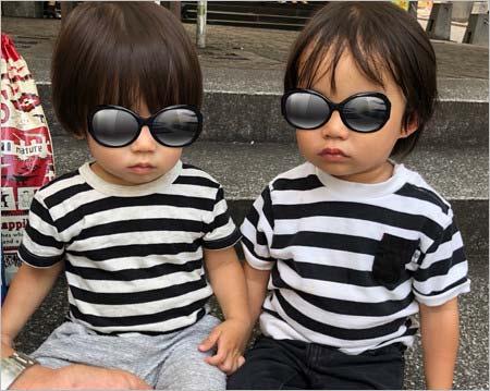金山一彦&大渕愛子夫妻の子供、長男・侑生くん(右)と次男・昂生くん(左)