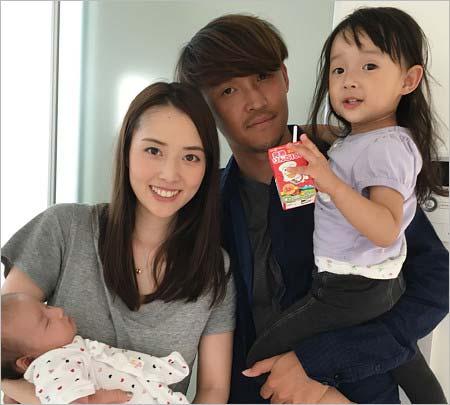 宇佐美貴史選手と家族の写真