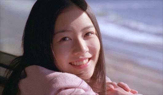 松井珠理奈が不参加の『センチメンタルトレイン』MVで実写登場するシーン