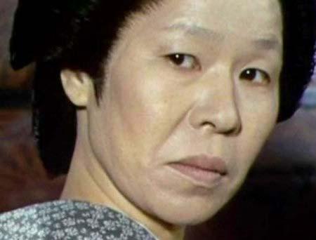 必殺シリーズで意地悪でいびる姑役を演じた菅井きんの画像