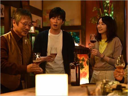新垣結衣・田中圭・松尾貴史『獣になれない私たち』第1話のワンシーン、