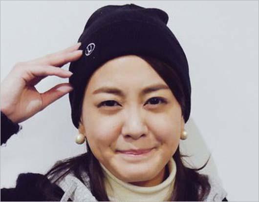 アキナ秋山賢太と同じ帽子着用の塚本麻里衣アナの画像