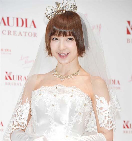 篠田麻里子のウェディングドレス姿