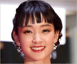 女優・剛力彩芽さん(26)がファッション通販サイト『ZOZOTOWN』の前澤友作 社長(43)との交際をスクープされてから早1年が経過しようとしているのですが、この1年で剛力