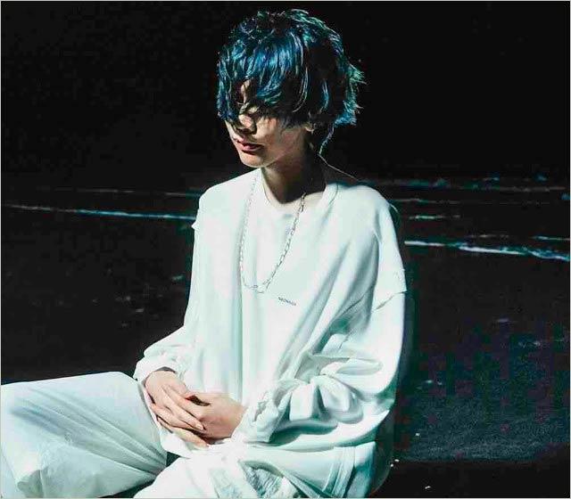 青髪の米津玄師・最新アーティスト画像