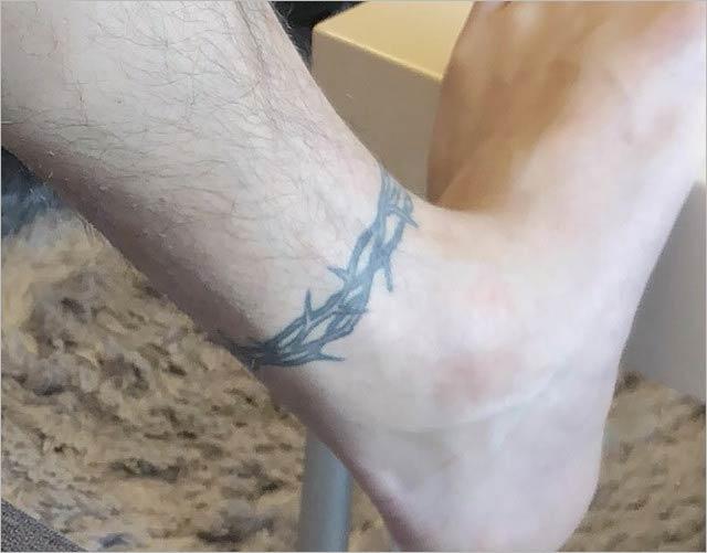 手越祐也の足タトゥー画像
