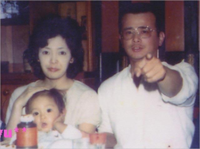 浜崎あゆみと母親、父親の画像
