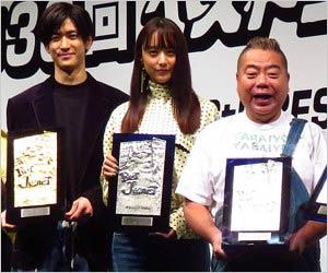 ベストジーニスト2019受賞者の中島裕翔・山本美月・出川哲朗の画像