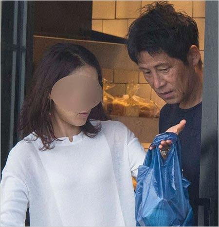 元サッカー日本代表監督・西野朗と浮気相手?のツーショット画像
