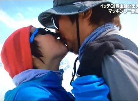 イモトアヤコと夫・石崎Dのキス写真