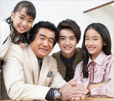 藤岡弘と子供たちの写真