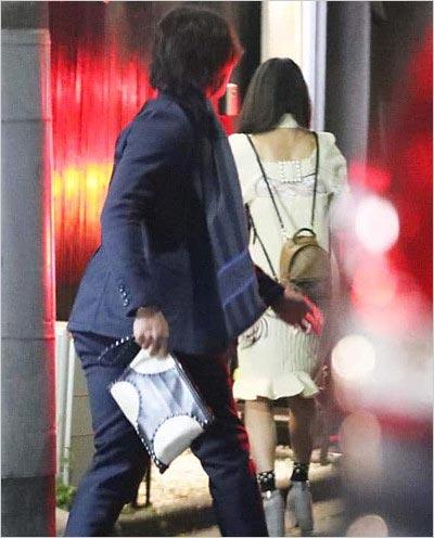 西武・金子侑司がグラビアアイドルと合コン現場写真(フラッシュ撮影)