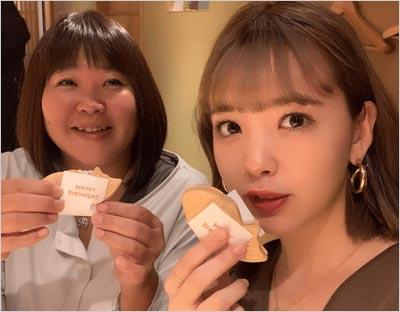 藤田ニコルと母親(ママるん)