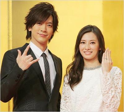 DAIGOと北川景子の結婚会見時のツーショット写真