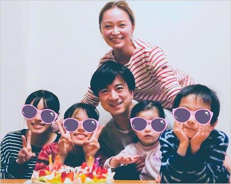 市井紗耶香と現在の夫、子供たちの写真