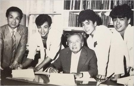 少年隊とジャニー喜多川社長の写真