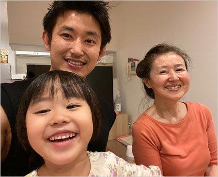 才賀紀左衛門と母親&長女・よつ葉