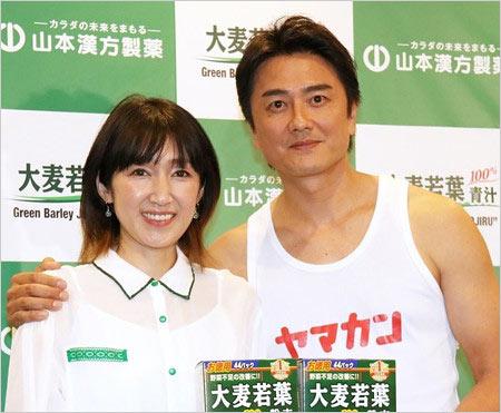 原田龍二と妻の元女優・愛『大麦若葉』CM共演発表会の画像